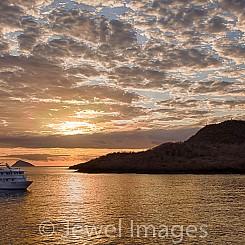 056 Floreana Island Sunrise 8443