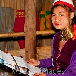 058 Longneck Tribe Weaver Thailand